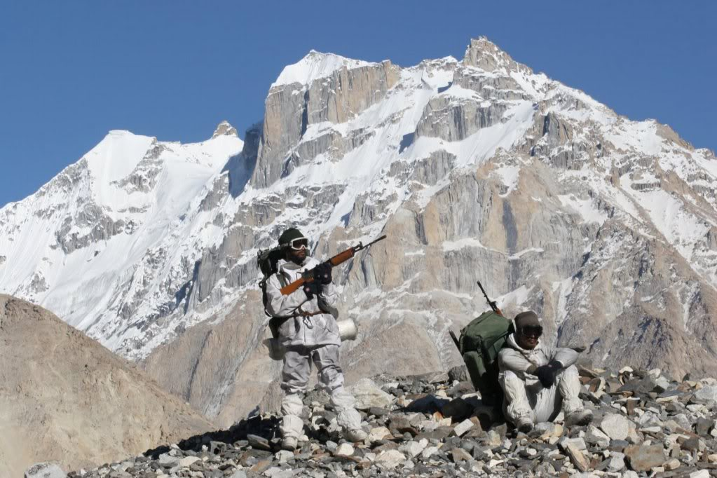 Brave Souls making their way up to Siachen. Source - Net.